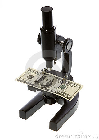 Cem dólares Bill sob um microscópio