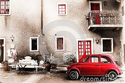 Cena velha do italiano do vintage Carro vermelho antigo pequeno Efeito do envelhecimento
