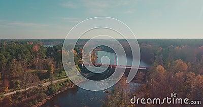 Central hidroeléctrica con una altitud metrajes