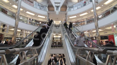 Centro commerciale occupato