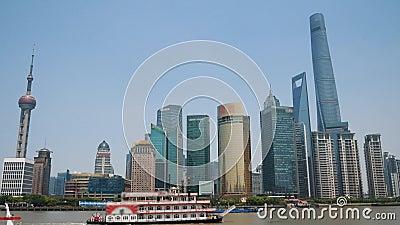 Centro Financiero De Shanghai Con Rascacielos Y La Torre De La Perla Oriental almacen de metraje de vídeo