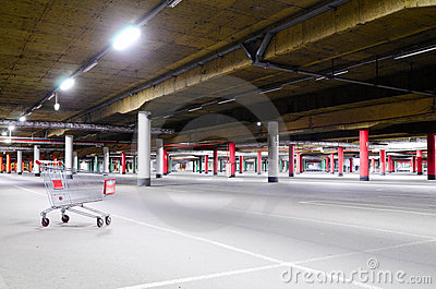 Centrum handlowego parking metro