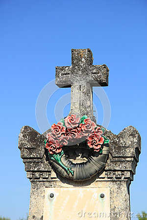 Free Ceramic Flowers Funeral Wreath Stock Image - 33520661
