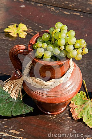 Ceramic jug with grape
