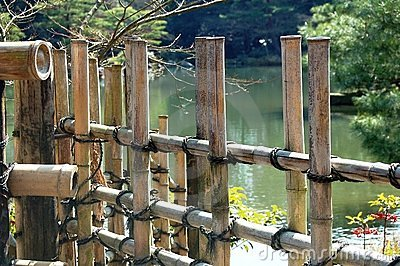 Cerca de bambu por Lago