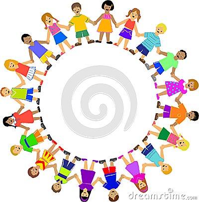 Cercle des enfants retenant des mains