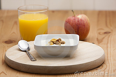 Cereal with yogurt and orange juice with apple