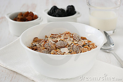 Cereals with dry fruits