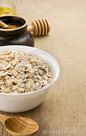 Free Cereals Flake In Plate And Honey Royalty Free Stock Photography - 20361717
