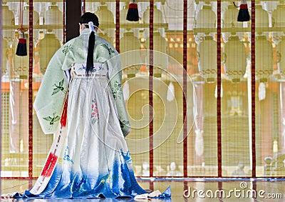 Cerimonia al santuario di Yasaka, Kyoto Immagine Stock Editoriale