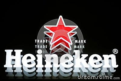 Cerveja de Heineken Imagem Editorial