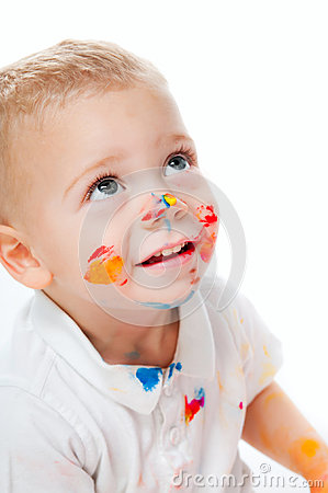 Chłopiec w farbie