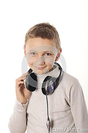 Chłopiec z hełmofonami