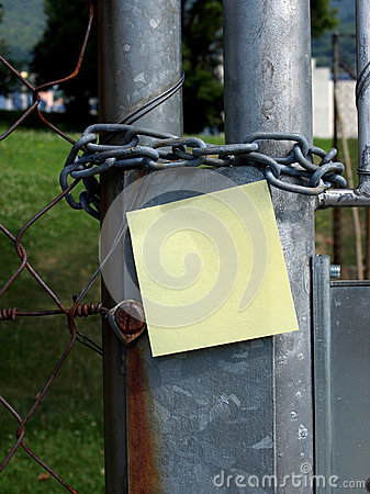 Chain and post-it