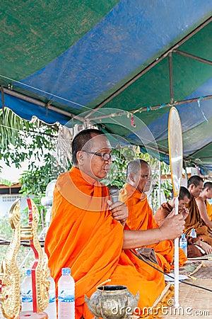 CHAIYAPHUM, TAILANDIA 15 de mayo: Tailandés no identificado Imagen de archivo editorial