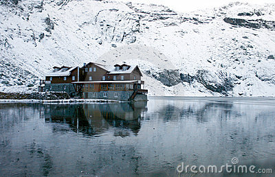 Chalet on Balea Lake and surrounded by mountains