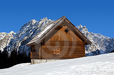 chalet de montagne en hiver alpes de l 39 italie images libres de droits image 22289139. Black Bedroom Furniture Sets. Home Design Ideas