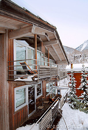 Free Chalet In Winter Royalty Free Stock Photos - 8766068