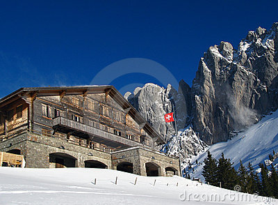 Chalet svizzero in inverno