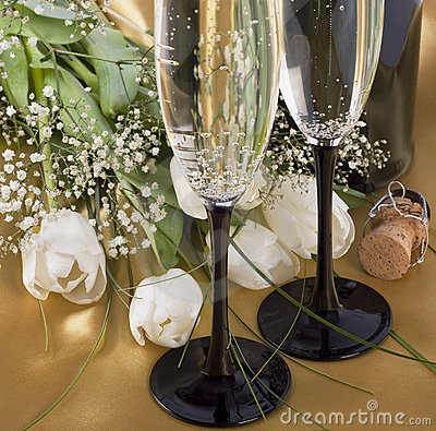 Free Champagne And Flowers Royalty Free Stock Photos - 13367448