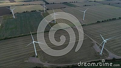 Champs terrestres de vert de ferme de vent, 4k banque de vidéos