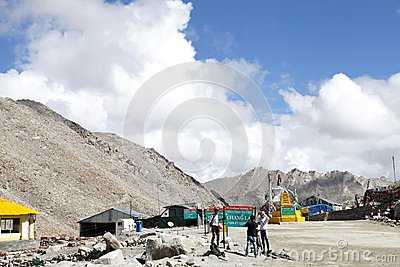 Chang la (pass) is the thrid higest motorable road in the world Editorial Stock Image