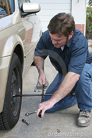 Free Changing Tire Stock Photography - 632242