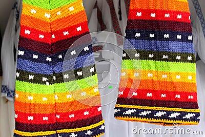 Chapéus coloridos de lãs
