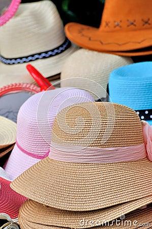 Chapeau dans la couleur différente