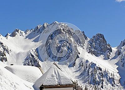Chapelle dans les montagnes