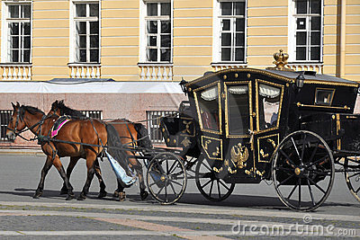 Chariot de cheval, grand dos de palais, St Petersburg