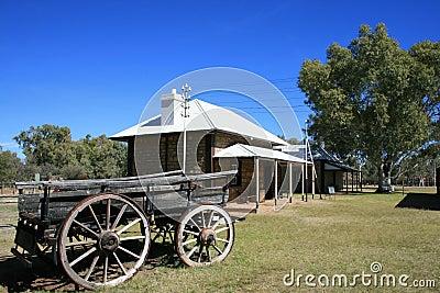 Chariot en dehors de vieille gare de télégraphe