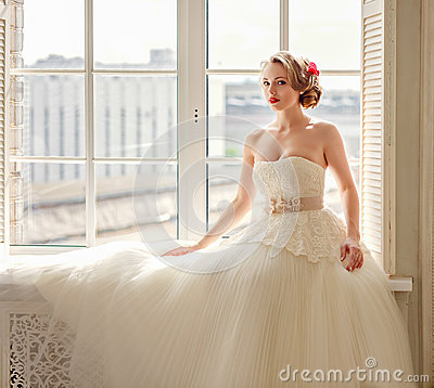 Free Charming Beautiful Young Blonde Girl With Red Lipstick On Her Li Royalty Free Stock Image - 90637696