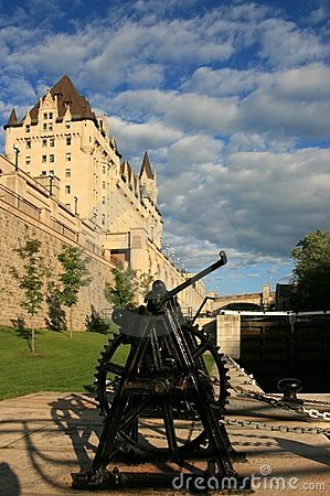 Free Chateau Laurier And Ottawa Locks Royalty Free Stock Images - 6041249