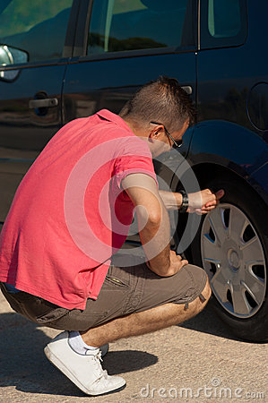 Checking the tyre