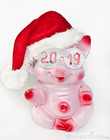 Free Cheerful Pink Pig In A New Year`s Cap And Glasses With The Inscription 2019 Royalty Free Stock Photography - 132288257