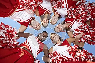 Cheerleadern in der Unordnung, Ansicht von unterhalb