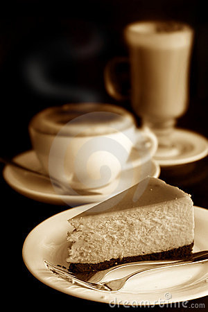 Cheese cake with cappuccino and cafe latte