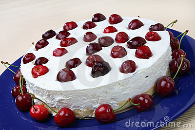 Cheese cake with fresh cherries