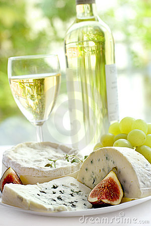 Free Cheese, Grape, Figs And Wine Royalty Free Stock Photos - 6825668