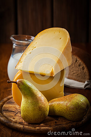 Cheese loaf with pears