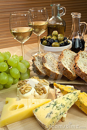 Free Cheese, White Wine, Grapes, Olives, Bread Stock Photography - 13044392