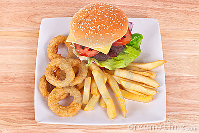 Cheeseburger with chips and onion rings