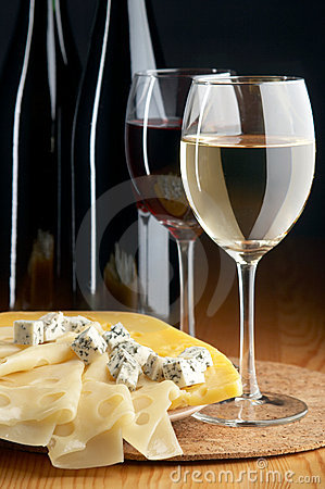 Free Cheeses And Wines Royalty Free Stock Images - 2928009