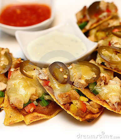 Cheesy nachos with sliced vegetable