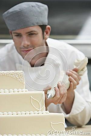 Free Chef Icing Wedding Cake Royalty Free Stock Photo - 33860255