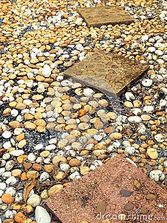 Chemin en pierre dans le jardin images stock image 17633674 - Chemin de jardin en pierre ...