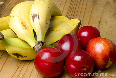 Cherry plums, nectarines and bananas