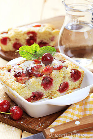 Free Cherry Sponge Cake Royalty Free Stock Images - 10794679