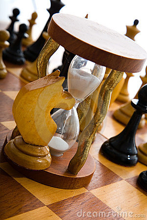 Chess composition with hourglass